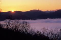 Foothills Parkway, Great Smoky Mountains, sunrise, Jeremy Brasher, fog, smoke,
